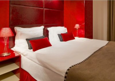 Mamaison-Hotel-Pokrovka-Moscow-One-bedroom-deluxe-suite_1360x680 2