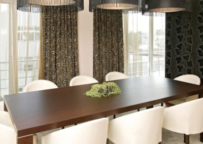POK-Presidential-Suite-Black-dining-4.5M-e1461242768159
