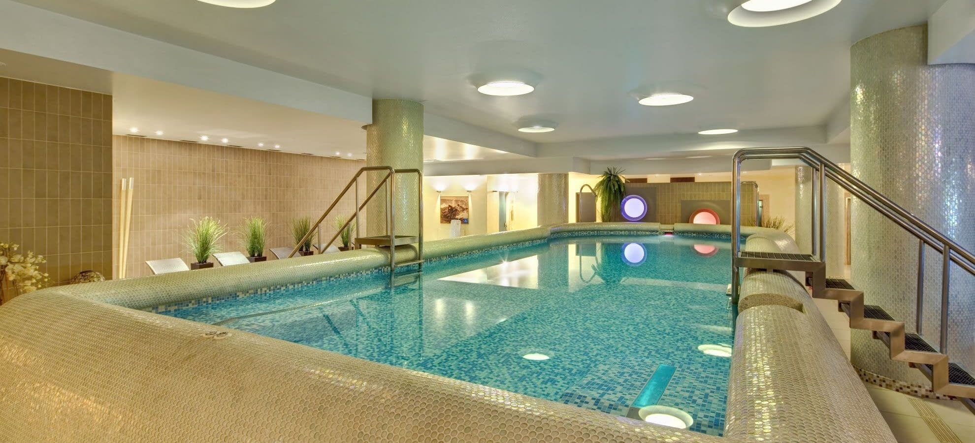 Wellness mamaison all suites spa hotel pokrovka for Wellness hotel